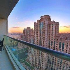 Отель One Perfect Stay 2BR at Fairways балкон