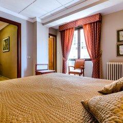 Отель Sacromonte сейф в номере