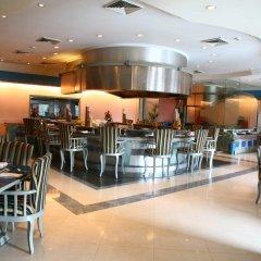 Отель The Suryaa New Delhi гостиничный бар