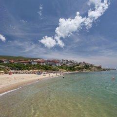 Отель DELFIN Apart Complex Болгария, Свети Влас - отзывы, цены и фото номеров - забронировать отель DELFIN Apart Complex онлайн пляж фото 2
