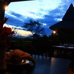 Отель Thaton Hill Resort гостиничный бар