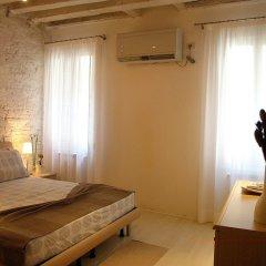 Отель Venetian Apartments Rialto Италия, Венеция - отзывы, цены и фото номеров - забронировать отель Venetian Apartments Rialto онлайн комната для гостей фото 2