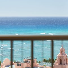 Отель Waikiki Beachcomber by Outrigger балкон
