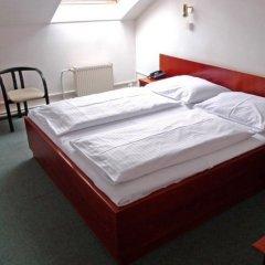 Отель Balbin сейф в номере
