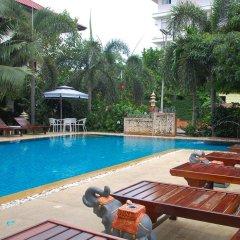 Отель Sirikarn Residence and Luxury Apartments Таиланд, Паттайя - отзывы, цены и фото номеров - забронировать отель Sirikarn Residence and Luxury Apartments онлайн бассейн фото 3