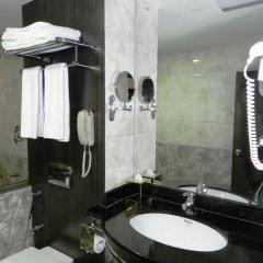 Отель Pearl Grand Hotel Шри-Ланка, Коломбо - отзывы, цены и фото номеров - забронировать отель Pearl Grand Hotel онлайн ванная