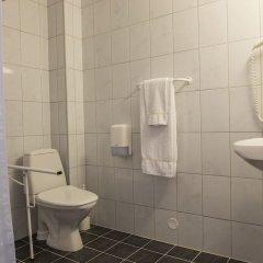 Отель Birkebeineren Hotel & Apartments Норвегия, Лиллехаммер - отзывы, цены и фото номеров - забронировать отель Birkebeineren Hotel & Apartments онлайн ванная фото 2