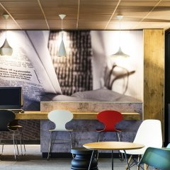 Отель ibis Schiphol Amsterdam Airport Нидерланды, Бадхевердорп - 7 отзывов об отеле, цены и фото номеров - забронировать отель ibis Schiphol Amsterdam Airport онлайн интерьер отеля