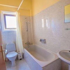 Отель Windmills Hotel Apartments Кипр, Протарас - отзывы, цены и фото номеров - забронировать отель Windmills Hotel Apartments онлайн ванная