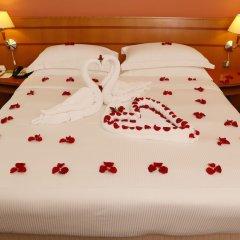 Отель J5 Hotels Port Saeed Дубай сейф в номере