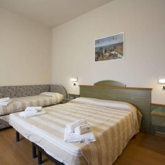 Отель Impero Римини комната для гостей фото 2