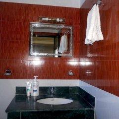 Отель Middle Path Непал, Покхара - отзывы, цены и фото номеров - забронировать отель Middle Path онлайн ванная