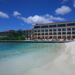 Отель Hulhule Island Hotel Мальдивы, Мале - отзывы, цены и фото номеров - забронировать отель Hulhule Island Hotel онлайн пляж фото 2