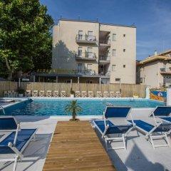 Отель Eurhotel Италия, Римини - отзывы, цены и фото номеров - забронировать отель Eurhotel онлайн бассейн