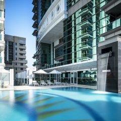 Отель Four Points by Sheraton Sharjah бассейн