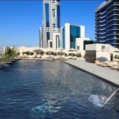 Millennium Plaza Hotel бассейн