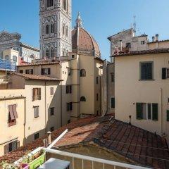 Отель Charming 2bed Apt Overlooking Duomo Италия, Флоренция - отзывы, цены и фото номеров - забронировать отель Charming 2bed Apt Overlooking Duomo онлайн балкон
