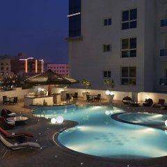 Отель Hyatt Place Dubai Al Rigga Residences бассейн