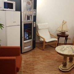 Отель Hostal Rio De Castro сейф в номере