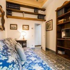 Отель Little Garden Donatello сейф в номере