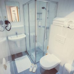 Отель Tourist Inn Budget Hotel - Hostel Нидерланды, Амстердам - 1 отзыв об отеле, цены и фото номеров - забронировать отель Tourist Inn Budget Hotel - Hostel онлайн ванная