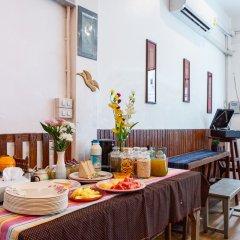 FoRest Bed & Brunch - Hostel Бангкок питание