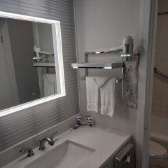 Отель Kings Inn San Diego - Seaworld - Zoo США, Сан-Диего - 1 отзыв об отеле, цены и фото номеров - забронировать отель Kings Inn San Diego - Seaworld - Zoo онлайн ванная