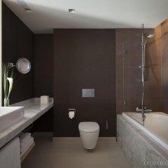 Отель Crowne Plaza Geneva Швейцария, Женева - отзывы, цены и фото номеров - забронировать отель Crowne Plaza Geneva онлайн ванная