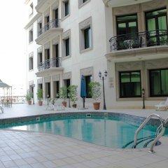 Al Waleed Palace Hotel Apartments Oud Metha бассейн фото 3