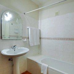 Отель Casal Das Alfarrobeiras Португалия, Виламура - отзывы, цены и фото номеров - забронировать отель Casal Das Alfarrobeiras онлайн ванная