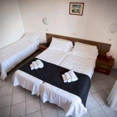 Отель Splendid Sole Манерба-дель-Гарда сейф в номере