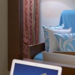 Отель Blue Dolphin Hotel Греция, Метаморфоси - отзывы, цены и фото номеров - забронировать отель Blue Dolphin Hotel онлайн сейф в номере