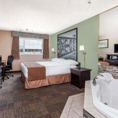 Отель Super 8 by Wyndham Saskatoon Near Saskatoon Airport сейф в номере