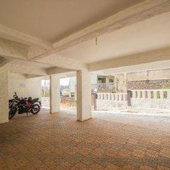 Отель OYO 11899 Home Greek Style 4BHK Penthouse Bambolim Гоа парковка