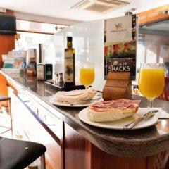 Отель Virgen de los Reyes Испания, Севилья - 2 отзыва об отеле, цены и фото номеров - забронировать отель Virgen de los Reyes онлайн питание фото 3