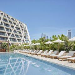 Отель The Abu Dhabi Edition бассейн