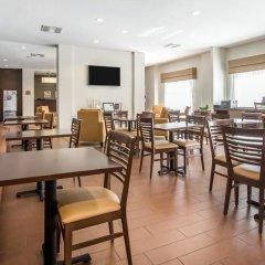 Отель Mainstay Suites Meridian гостиничный бар