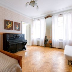 Отель City of Rivers Near Hermitage 4 Rooms Санкт-Петербург комната для гостей фото 4