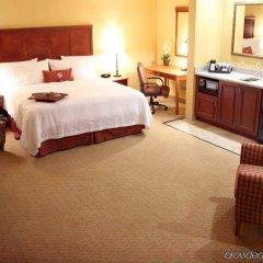 Отель Hampton Inn & Suites Los Angeles Burbank Airport Лос-Анджелес комната для гостей фото 4