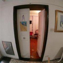 Отель Affittacamere La Citta Vecchia Генуя сейф в номере
