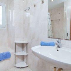Отель Atics Испания, Льорет-де-Мар - отзывы, цены и фото номеров - забронировать отель Atics онлайн ванная