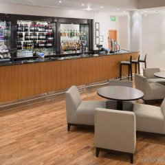 Отель Holiday Inn Edinburgh гостиничный бар