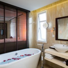 Royal Riverside Hoi An Hotel ванная фото 2
