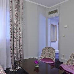Отель Royal Hotel Paris Champs Elysées Франция, Париж - отзывы, цены и фото номеров - забронировать отель Royal Hotel Paris Champs Elysées онлайн удобства в номере