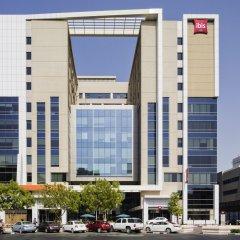 Отель ibis Al Rigga парковка