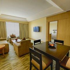 Отель The Grand New Delhi комната для гостей фото 5