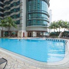 Отель Pullman Kuala Lumpur City Centre Hotel & Residences Малайзия, Куала-Лумпур - отзывы, цены и фото номеров - забронировать отель Pullman Kuala Lumpur City Centre Hotel & Residences онлайн бассейн фото 3