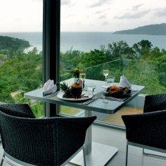Отель Crest Resort & Pool Villas гостиничный бар