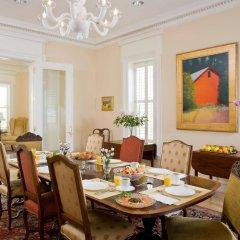 Отель Embassy Circle Guest House питание