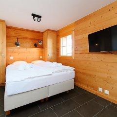 Отель Mimique - Four Bedroom Нендаз сейф в номере